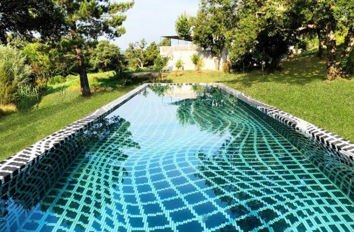 Ezarri Mosaic Pool
